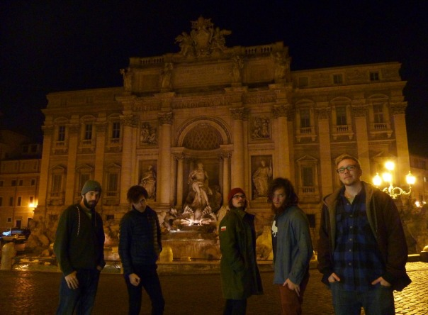 2013-12-16 - 489 - Rome - Balkan Boyz late night at Trevi Fountain